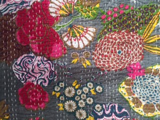 pomegranate-quilt-grey-detail
